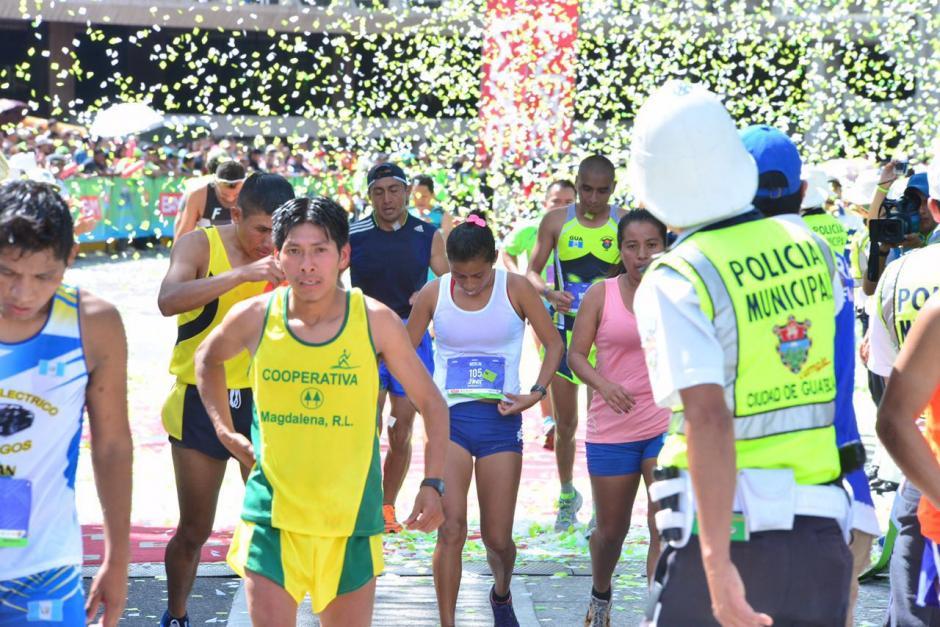 Melin Chalí (al centro) fue la mejor guatemalteca, solo detrás de la ganadora, Grace Wambui. (Foto: Jesús Alfonso/Soy502)