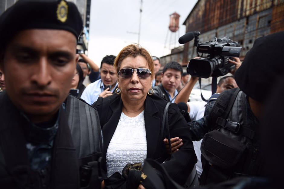 Anabella de León, en el momento de entrar a la Torre de Tribunales. (Foto: Jesús Alfonso/Soy502)