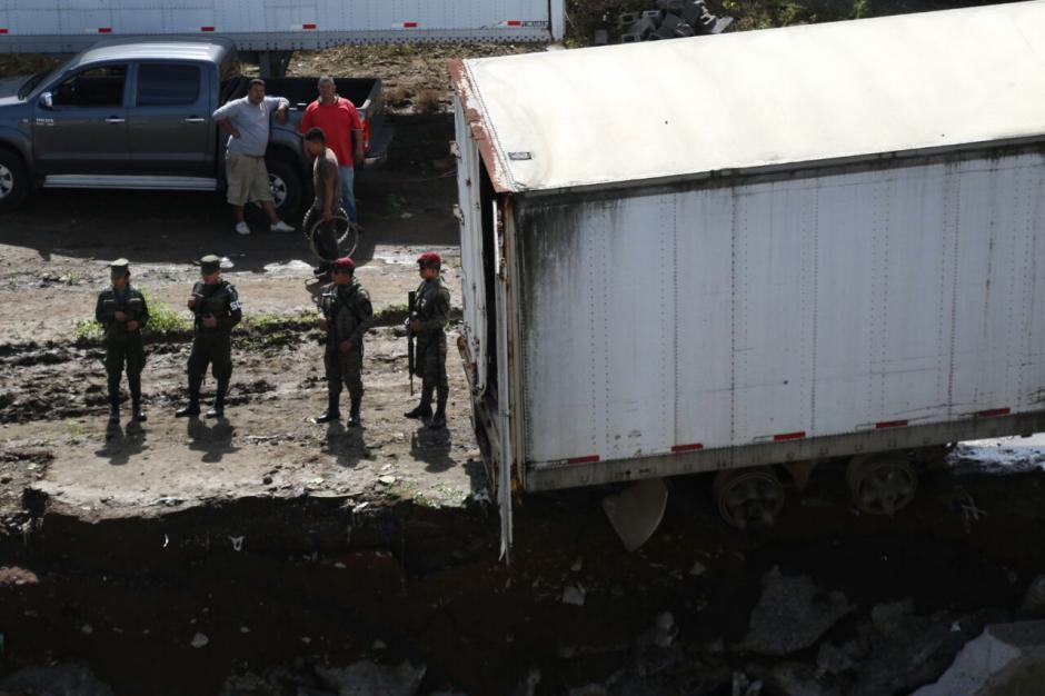 El muro de contención del predio de contenedores colapsó. (Foto: Alejandro Balán/Soy502)