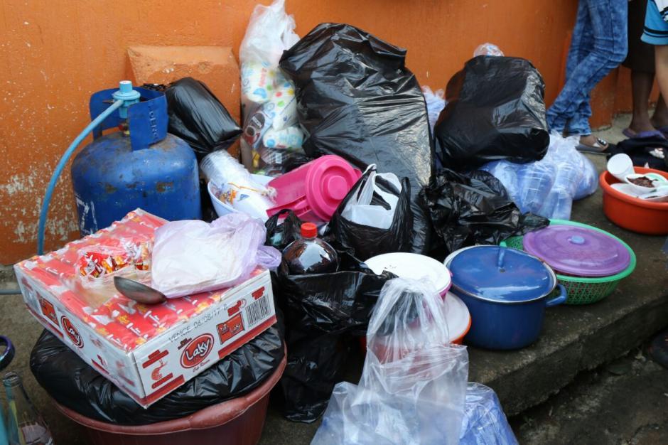 Algunos de los vecinos donaron víveres para contribuir a la causa. (Foto: Alejandro Balán/Soy502)