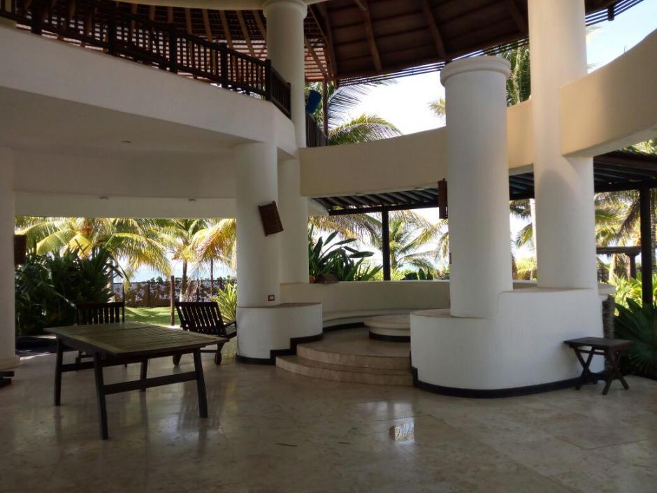 La lujosa casa está situada en dos fincas cuyo valor asciende a 7 millones de quetzales. (Foto: MP)