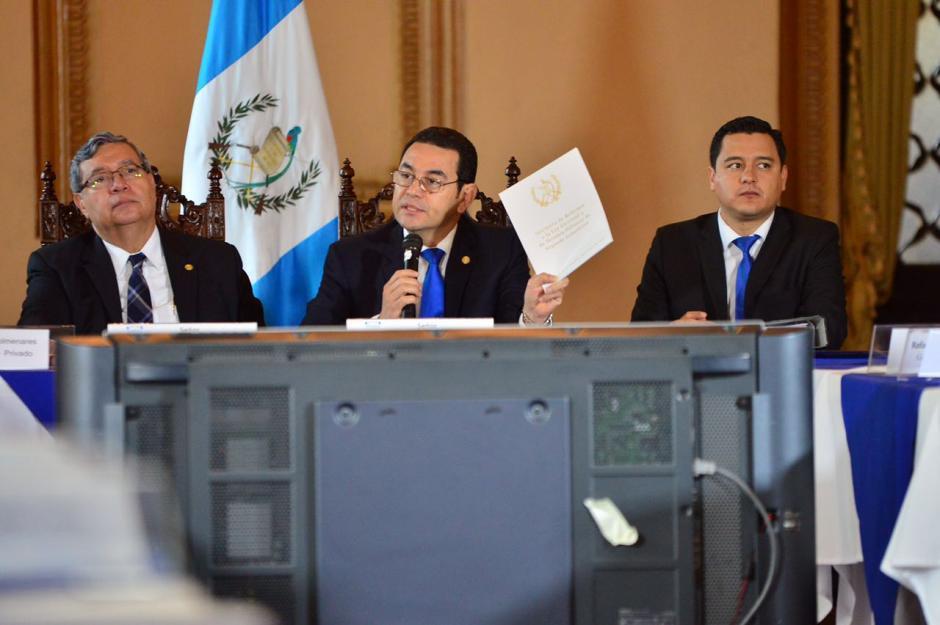 """El presidente instó a la sociedad civil a que """"no dejarán dormir la propuesta en el Congreso"""" (Foto: Jesús Alfonso/Soy502)"""