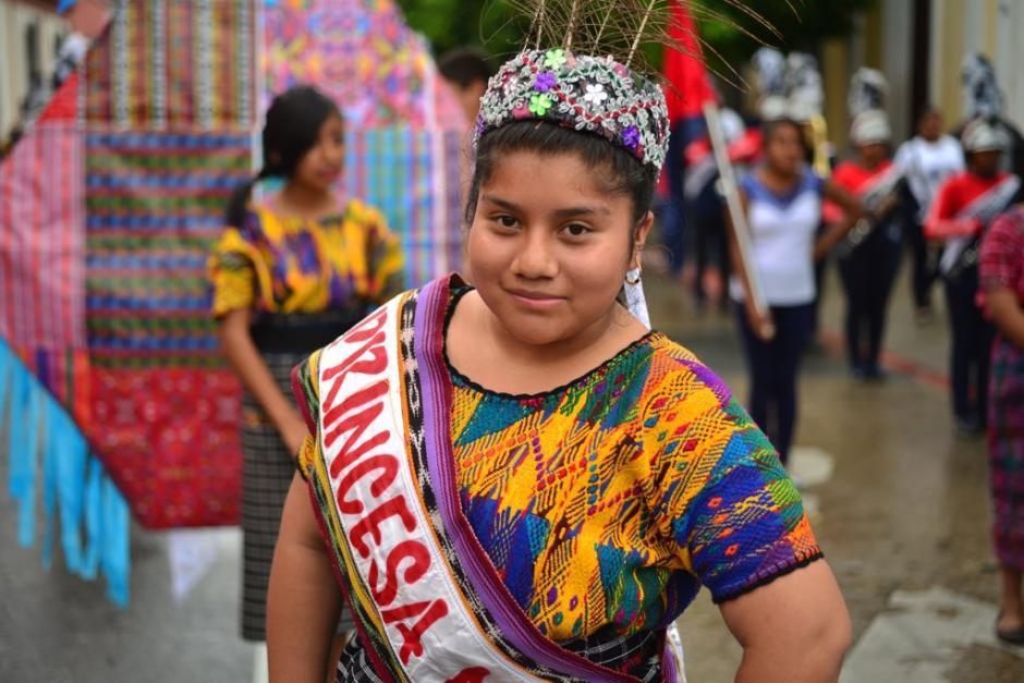 Cerca de 6 mil estudiantes desfilaron por el Centro Histórico. (Foto: Jesús Alfonso/Soy502)