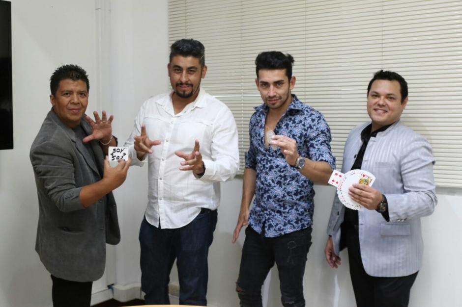 Los magos Luis Karias, Emir, Rodrigo y Jean Cairoli son parte del elenco que sorprenderá a los guatemaltecos con su magia. (Foto: Alejandro Balán/Soy502)