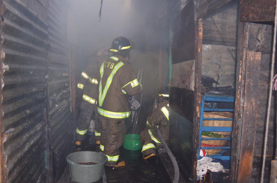 Los bomberos actuaron con rapidez para sofocar las llamas. (Foto: Bomberos Voluntarios)