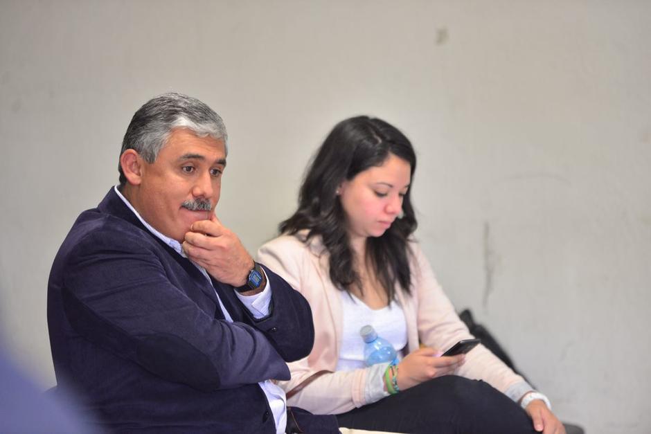 El director Carlos Solís se presentó al Juzgado de Primera Instancia Penal de Villa Nueva este miércoles. (Foto: Jesús Alfonso/Soy502)