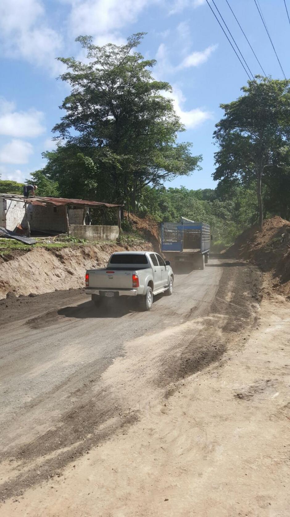 El badén permitirá el paso del tránsito por el sector, mientras se instala un puente Bailey. (Foto: Conred)