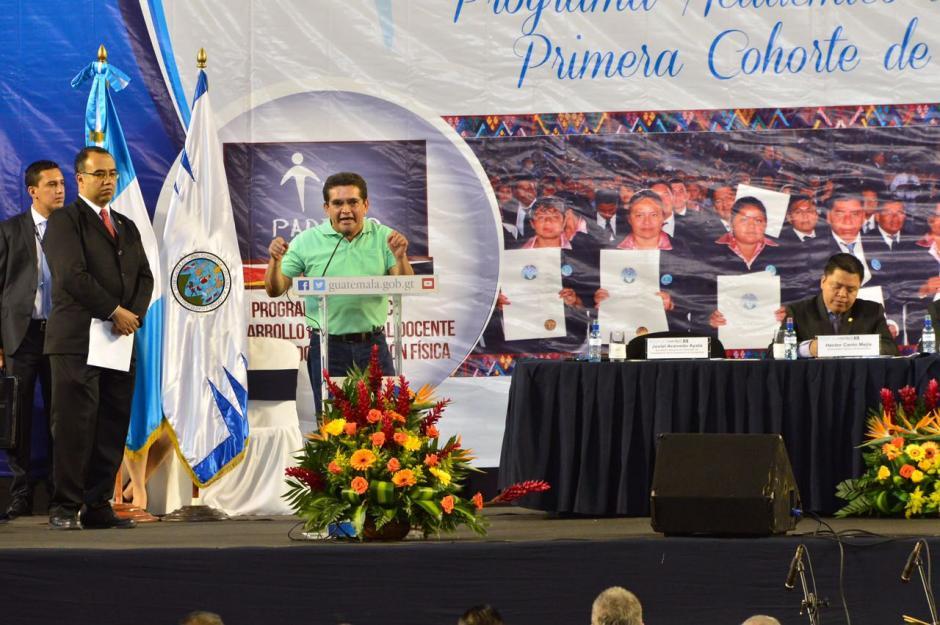 El líder del sindicato de profesores, Joviel Acevedo se quejó de que nadie piensa en los profesores que estudian los sábados. (Foto: Jesús Alfonso/Soy502)