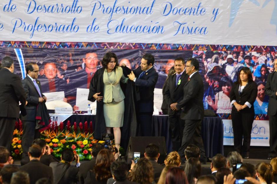 Jimmy Morales juramento a los graduados. (Foto: Jesús Alfonso/Soy502)