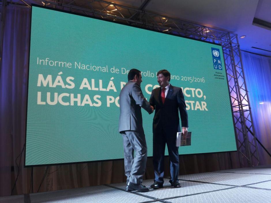 """El mandatario dio las declaraciones en la entrega del informe de la PNUD """"Más allá del conflicto, luchas por el bienestar"""". (Foto: Javier Lainfiesta/Soy502)"""