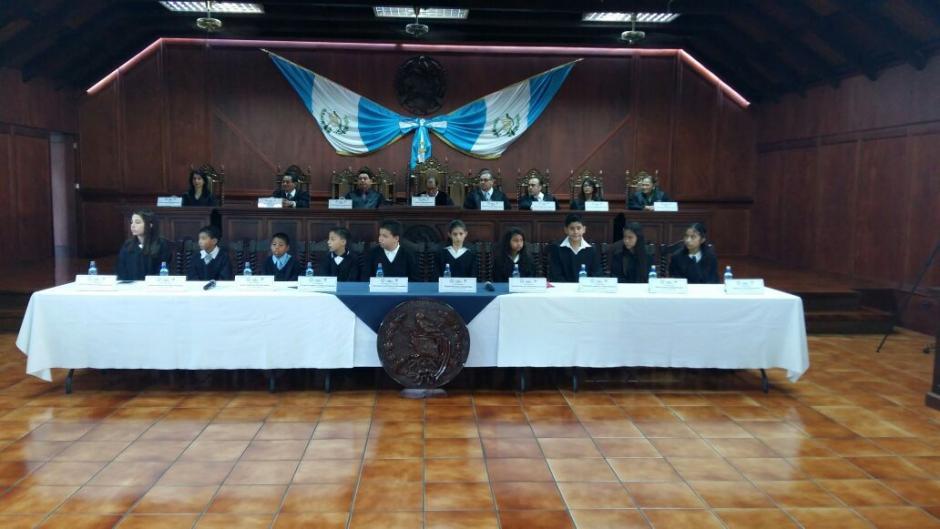 Los 13 menores de cinco departamentos asumieron su cargo como magistrados. (Foto: CC)