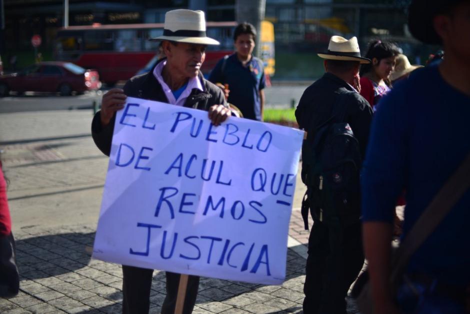 La manifestación pacífica fue convocada en el marco del Día de la Raza. (Foto: Jesús Alfonso/Soy502)