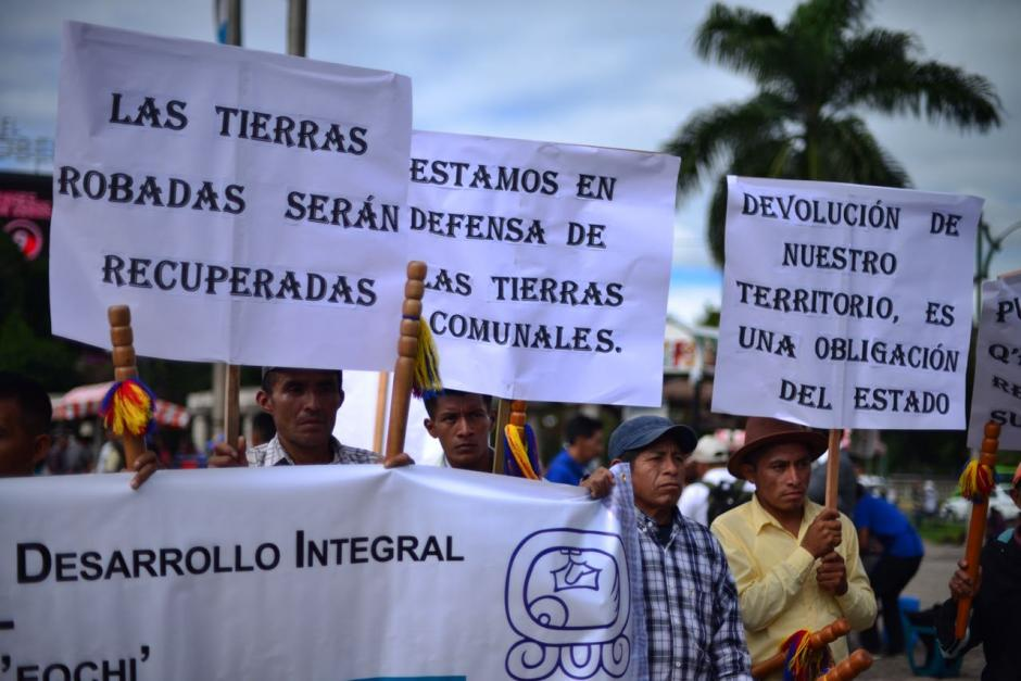 Decenas de campesinos se reunieron en el Obelisco para iniciar la marcha pacífica. (Foto: Jesús Alfonso/Soy502)