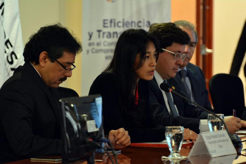 La ministra de Salud, Lucrecia Hernández Mack, participó en una reunión en el Ministerio de Finanzas. (Foto: MSPAS)