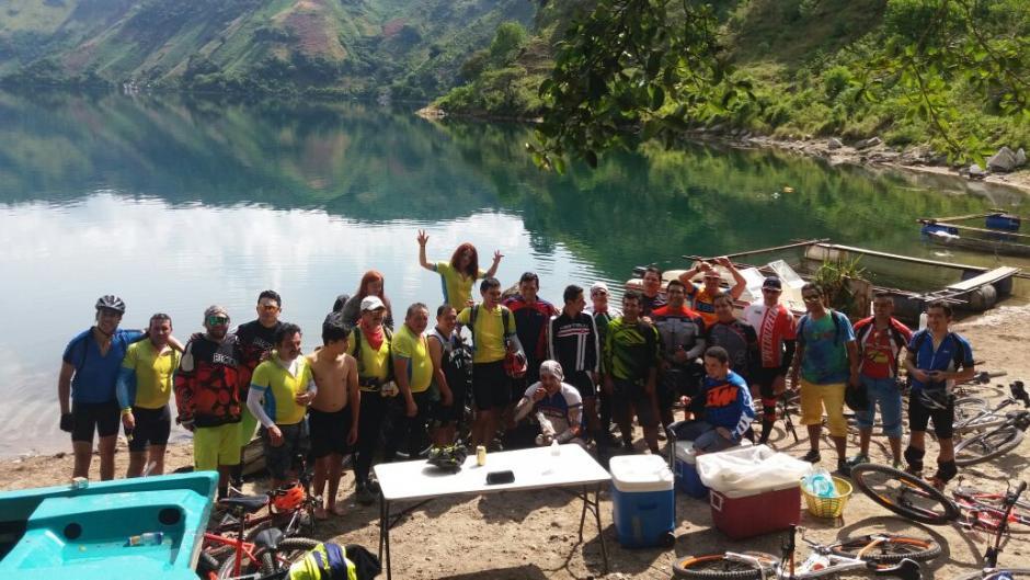 El grupo está compuesto como de unos 30 ciclistas. (Foto: Delly Martinez)