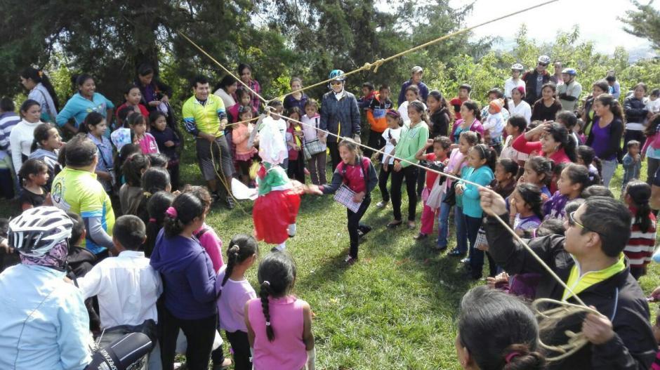 Incluso llevaron piñatas y actuaciones de payasos. (Foto: Delly Martinez)