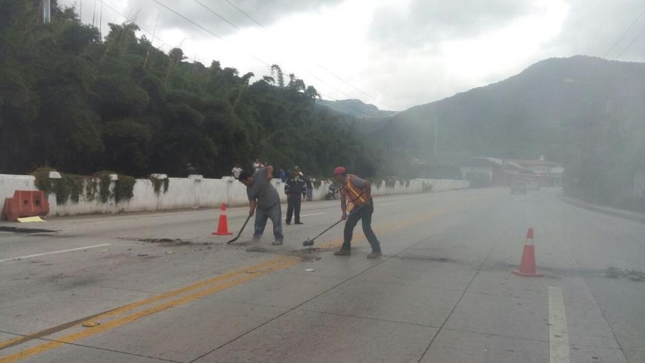 Los inconformes provocaron el cierre de ingreso y egreso de Antigua. (Foto: Tránsito PNC)