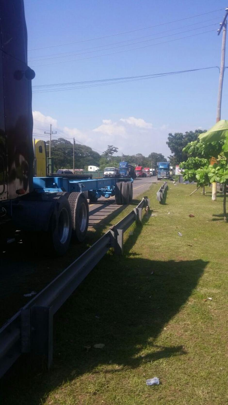 La gremial asegura que no dejarán pasar ninguna pipa de combustible. (Foto: Rony Mendoza/ Secretario Gremial de Transporte Pesado)