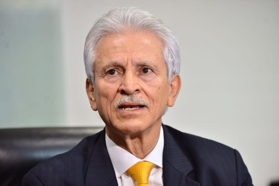 Carlos Villeda, Director de la Junta Directiva del Banco, dijo que solo conocía a Eduardo José Liu, (Foto: Jesús Alfonso/Soy502)