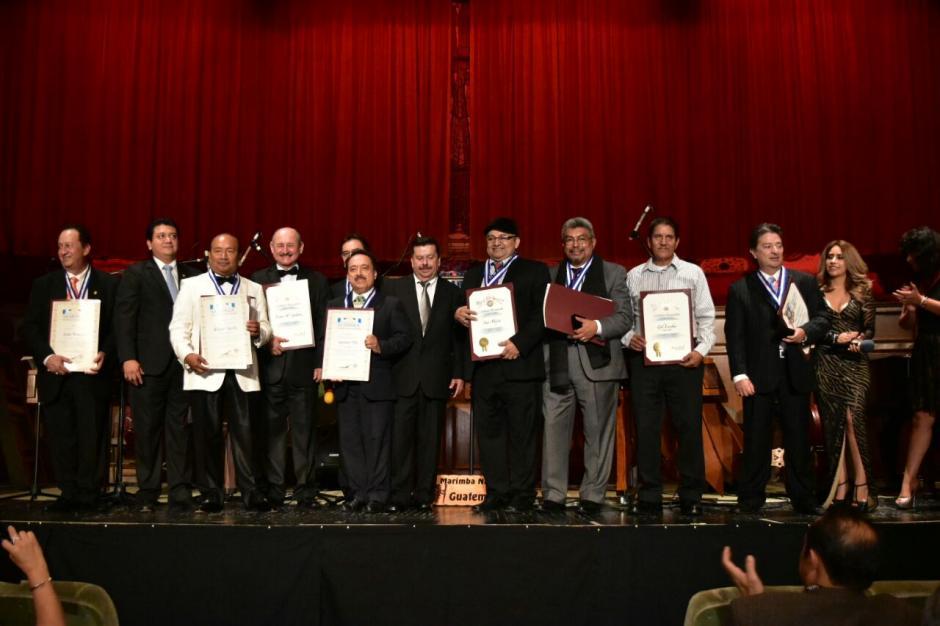 Siete artistas guatemaltecos fueron galardonados en el Teatro de Los Ángeles, California. (Foto: Ministerio de Cultura y Deportes)
