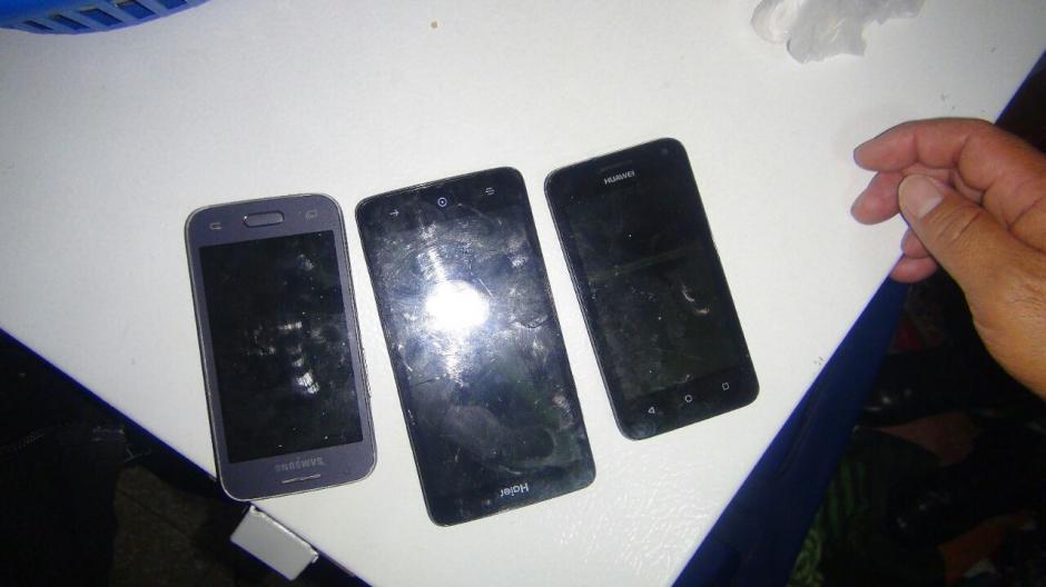 En el centro carcelario se localizaron tres teléfonos móviles. (Foto: DGSP)