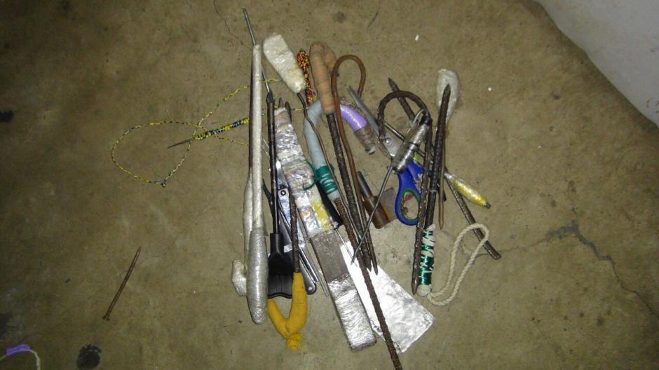 Agentes del Sistema Penitenciario también localizaron 15 armas punzocortantes. (Foto: DGSP)
