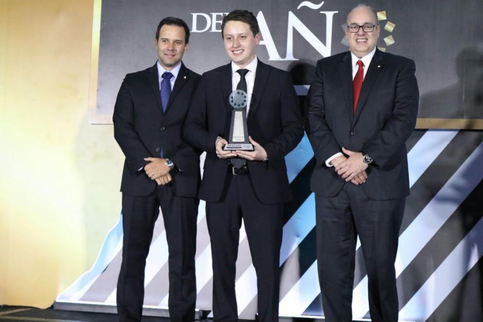 Jorge Mario Martínez de Smart Canvas Solutions fue premiado como el Gerente Joven 2016. (Foto: Alejandro Balán/Soy502)