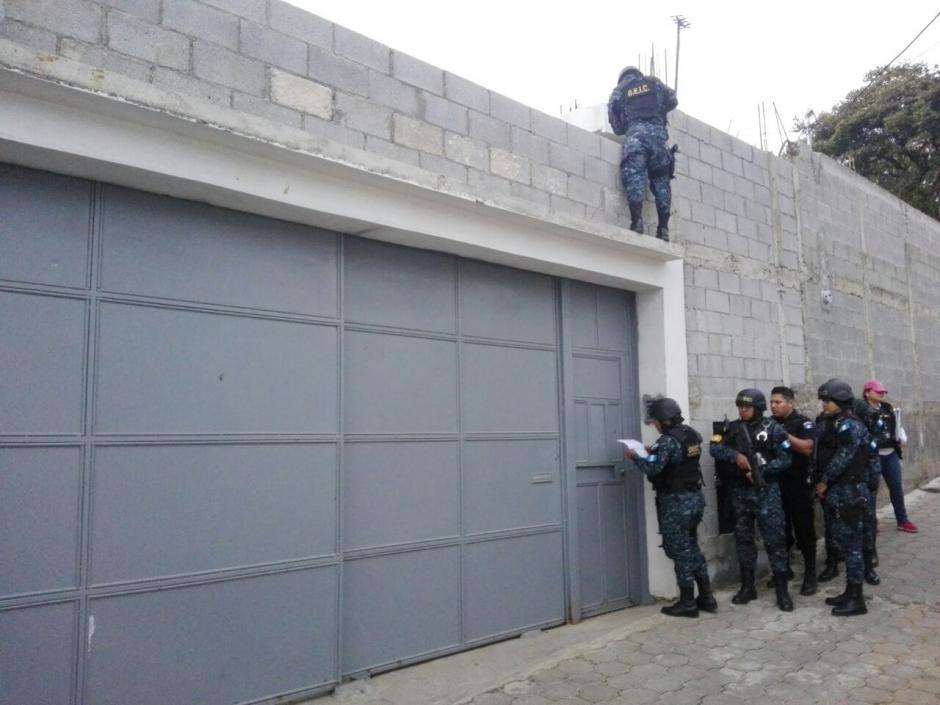 El MP realiza nueve allanamientos para capturar a 10 personas. (Foto: PNC)