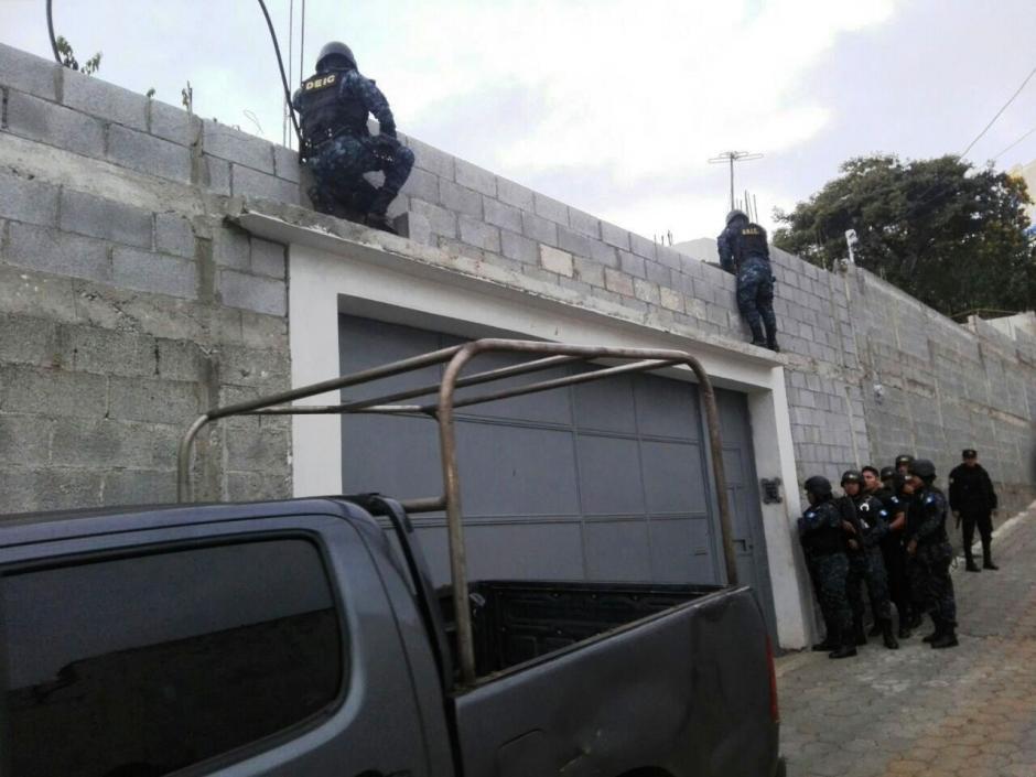Se estima que realizaron compras fraccionadas y se beneficiaron por 10 millones de quetzales. (Foto: PNC)