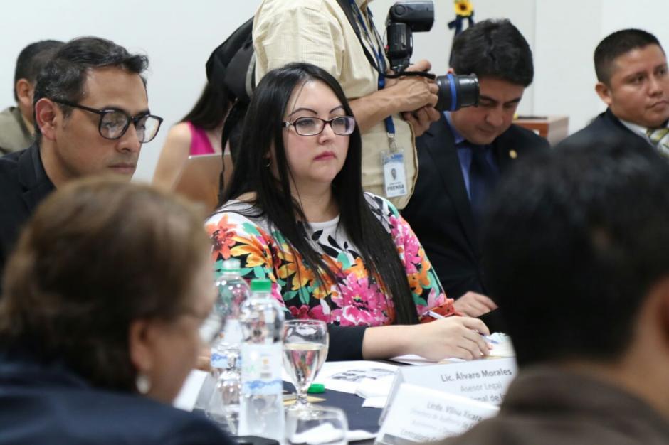 Las autoridades del Renap escucharon las propuestas de la empresa.  (Foto: Alejandro Balán/Soy502)