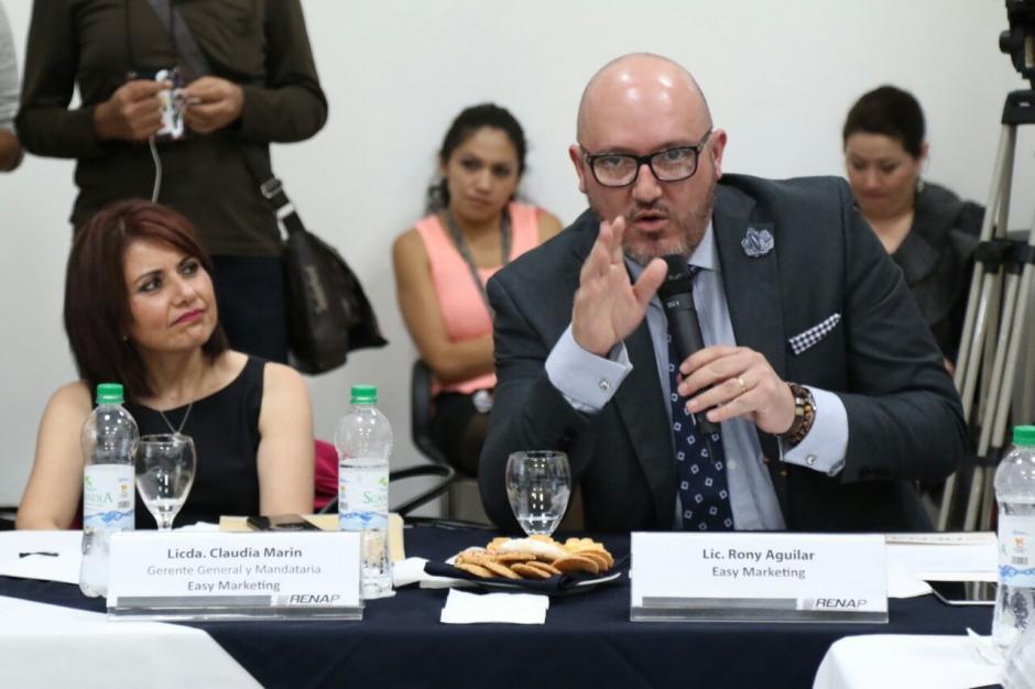 La empresa tiene que imprimir 105 mil documentos para cerrar el contrato. (Foto: Alejandro Balán/Soy502)