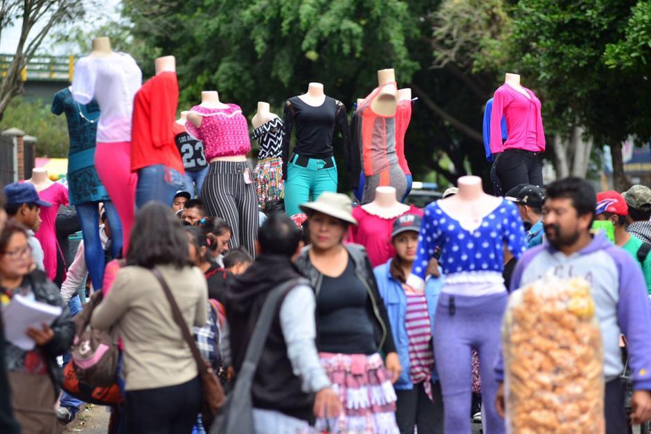 Los vendedores reivindican su derecho a vender en la Sexta Avenida.  (Foto: Jesús Alfonso/Soy502)