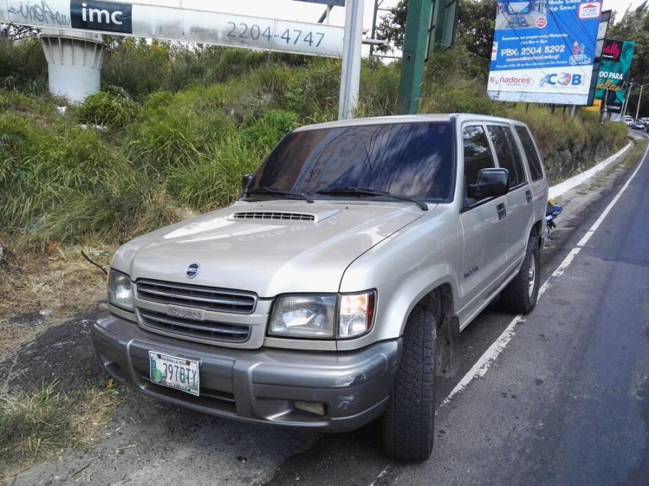 La versión es que salió del vehículo y saltó del puente. (Foto: Bomberos Voluntarios)