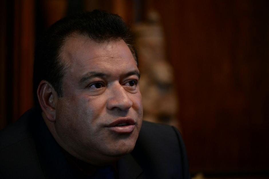 El secretario en funciones de la SAAS atendió a los periodistas en los salones. (Foto: Wilder López/Soy502)
