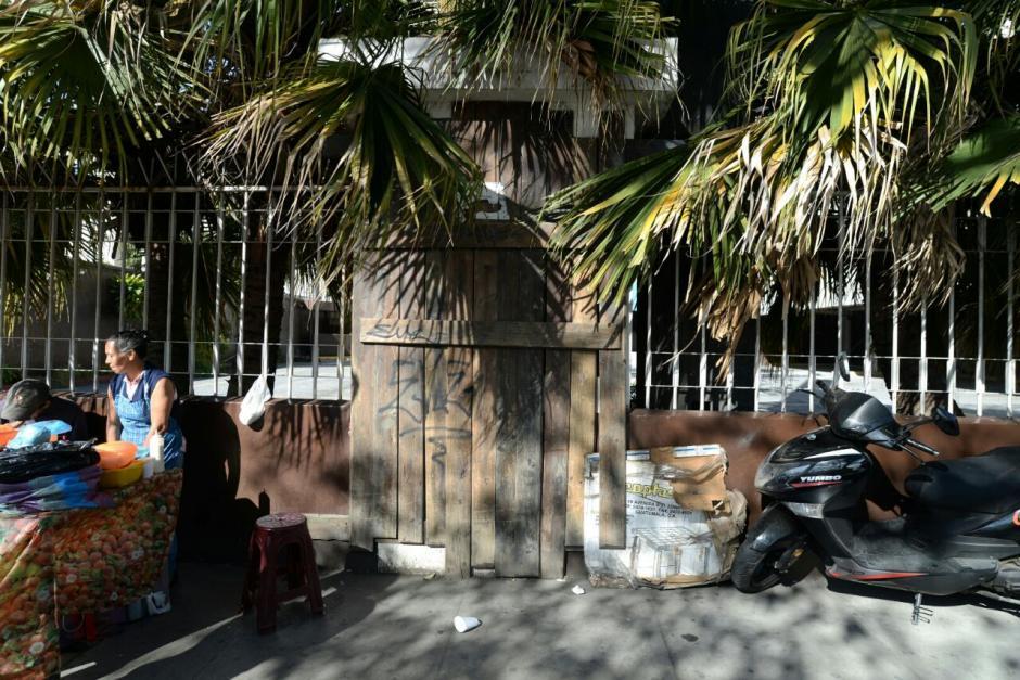 La entrada esta restringida pero antes era utilizada por indigentes. (Foto: Wilder López/Soy502)