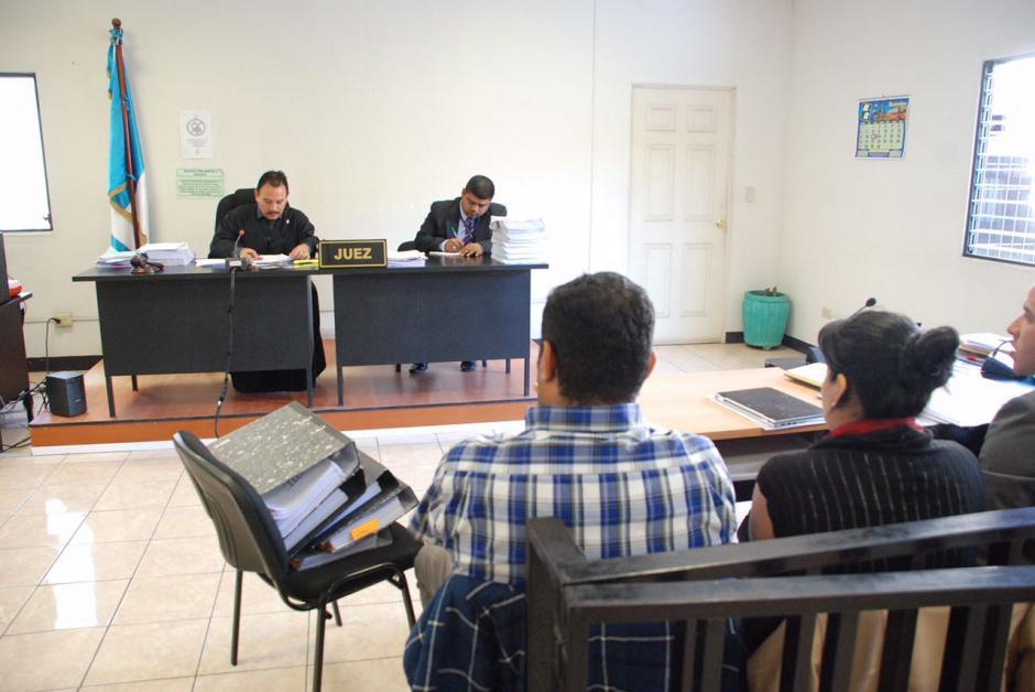 El juez Arnoldo Orellana suspendió la audiencia y aseguró que se reanudará a las 14:30 horas de este lunes 28 de noviembre. (Foto: Jesús Alfonso/Soy502)