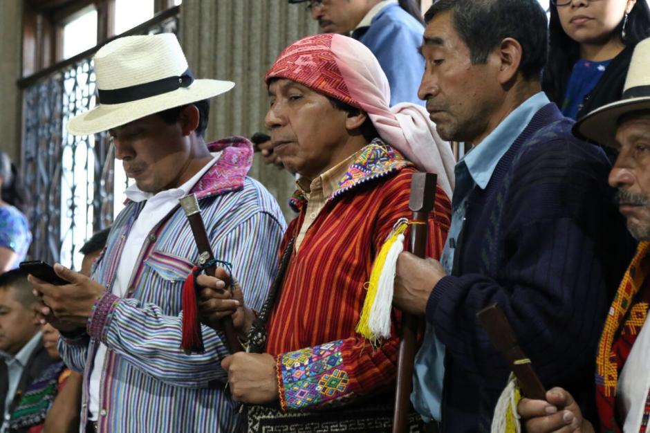 En el balcón se encontraban autoridades indígenas y miembros de grupos de la sociedad civil. (Foto: Alejandro Balán/Soy502)