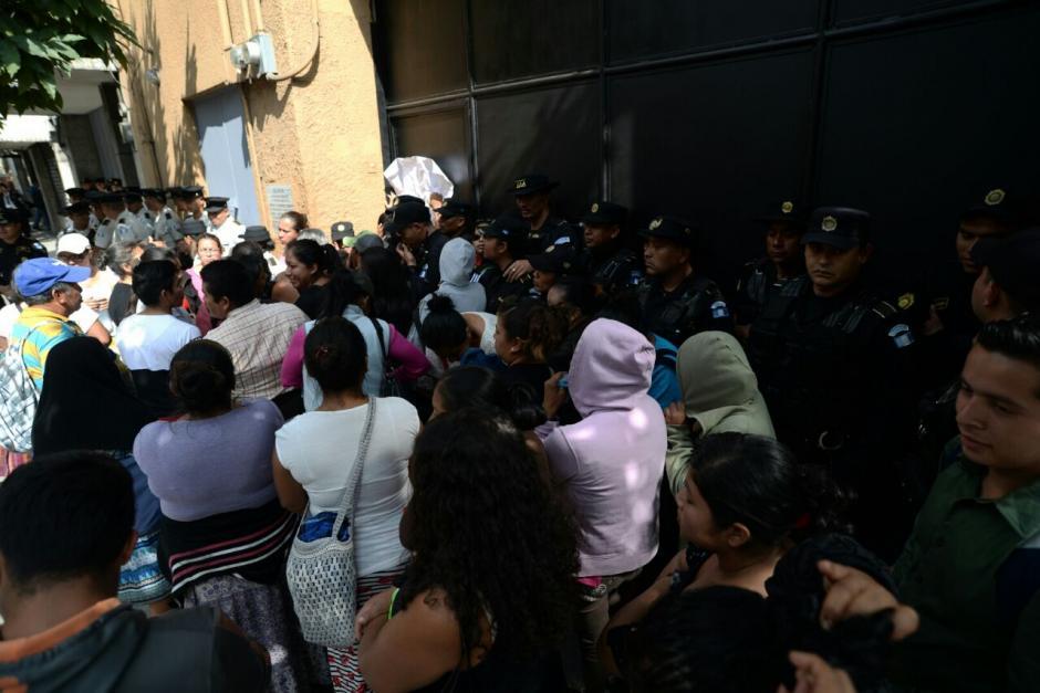 La presencia de los manifestantes era para presionar a los diputados. (Foto: Alejandro Balán/Soy502)