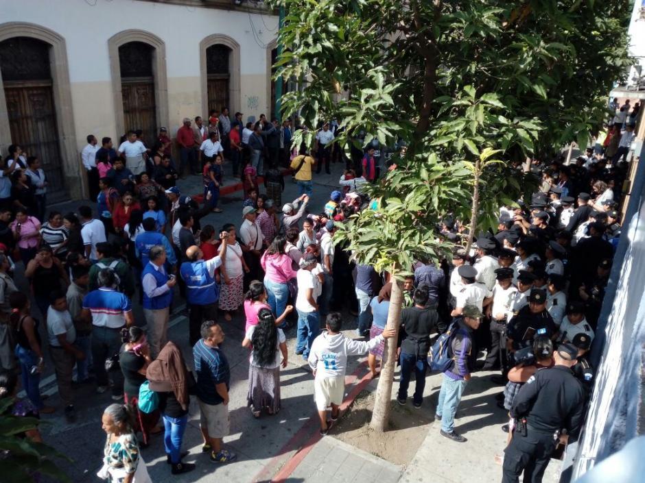 Los manifestantes pedían incrementar el presupuesto para la Unidad de la Vivienda Popular del Ministerio de Comunicaciones. (Foto: Alejandro Balán/Soy502)