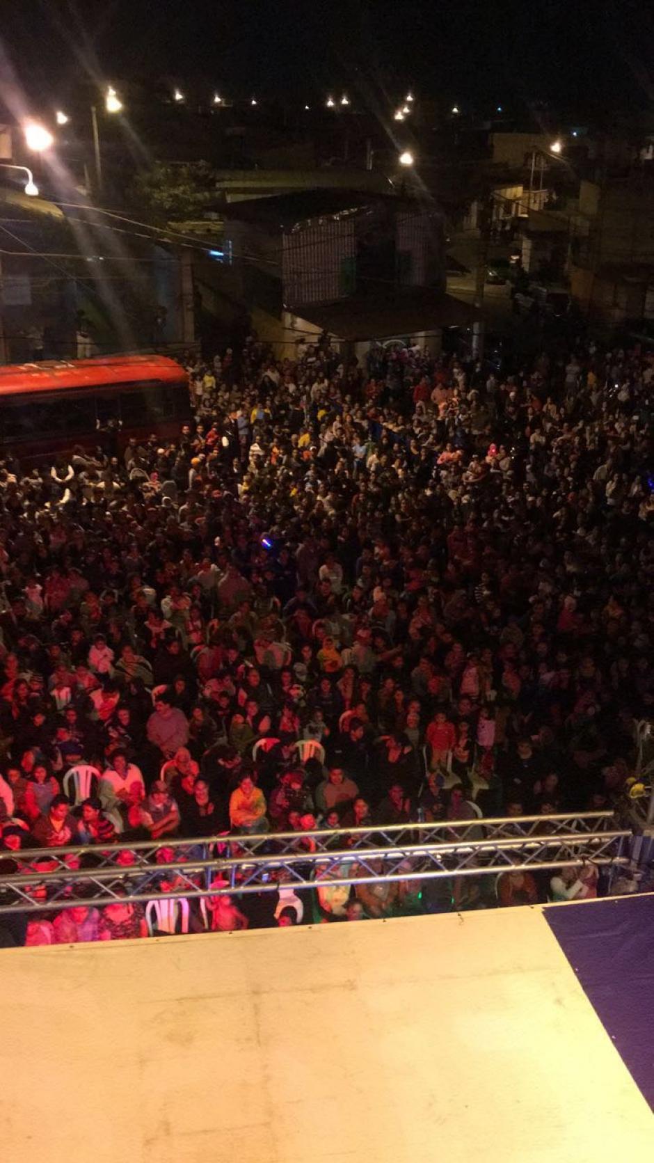Cientos de vecinos del lugar asistieron a la inauguración. (Foto: Municipalidad de Mixco)