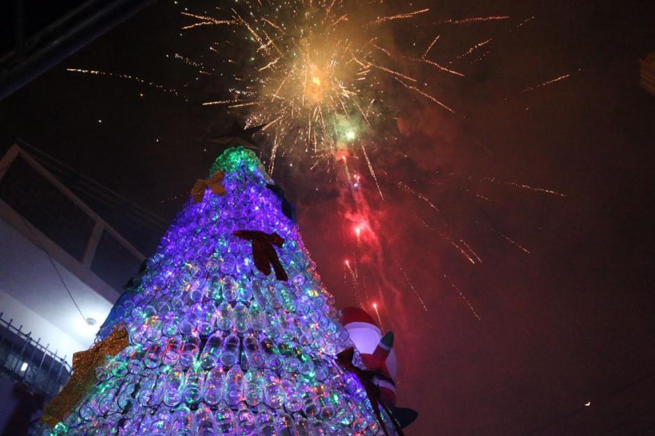 El árbol ecológico fue inaugurado por el alcalde de Mixco, Neto Bran. (Foto: Municipalidad de Mixco)