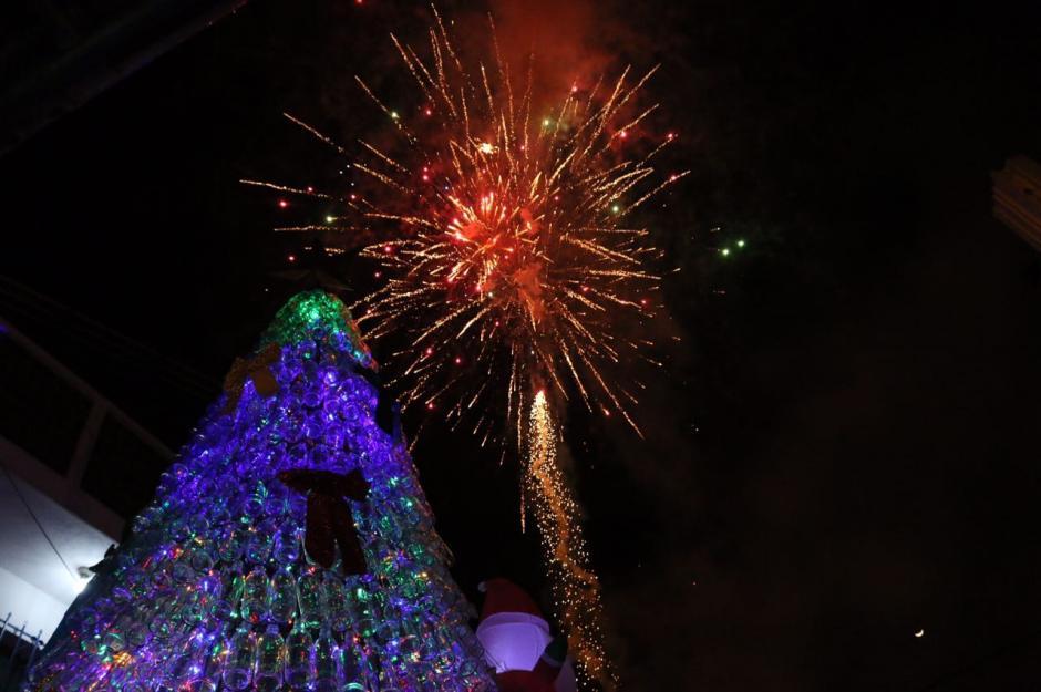 Un show de juegos pirotécnicos fue parte de la inauguración. (Foto: Municipalidad de Mixco)