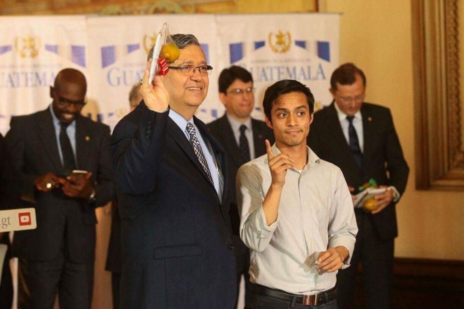 El Vicepresidente agradeció el reconocimiento al momento de recibirlo. (Foto: Alejandro Balán/Soy502)