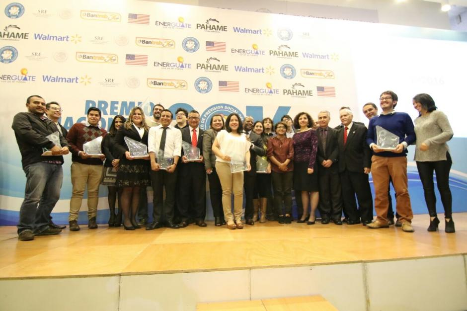 Estos son los ganadores de las distintas categorías del Premio Nacional de Periodismo. (Foto: Alejandro Balán/Soy502)