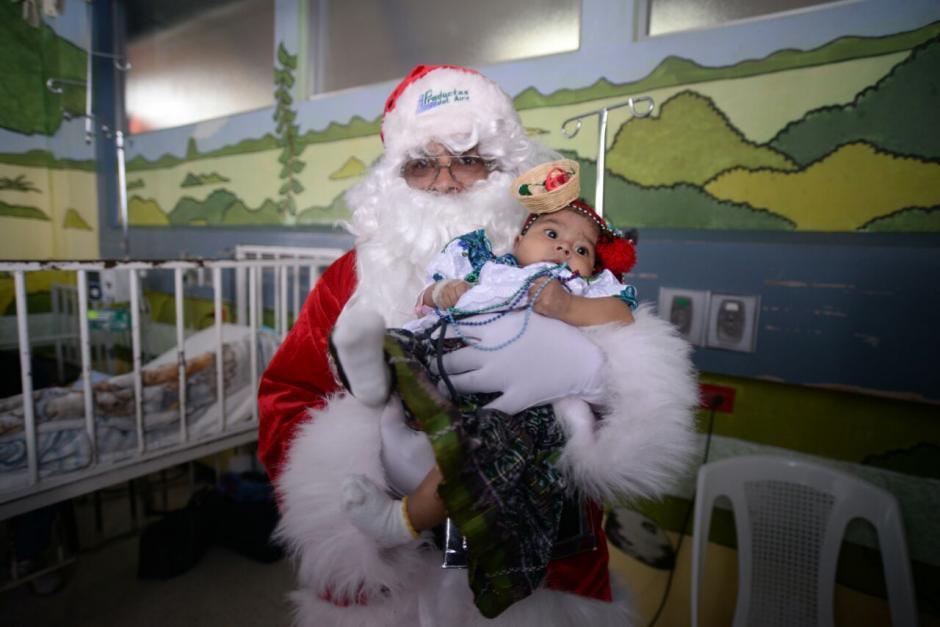 Un total de 500 niños recibieron a Santa Claus. (Foto: Wilder López/Soy502)