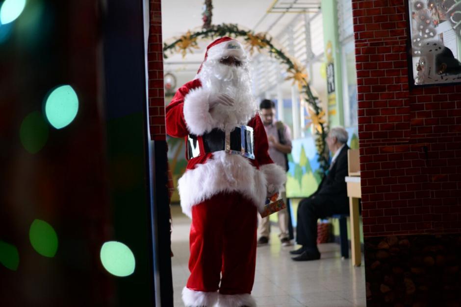 Los niños reciben todos los años a Santa Claus en el hospital. (Foto: Wilder López/Soy502)