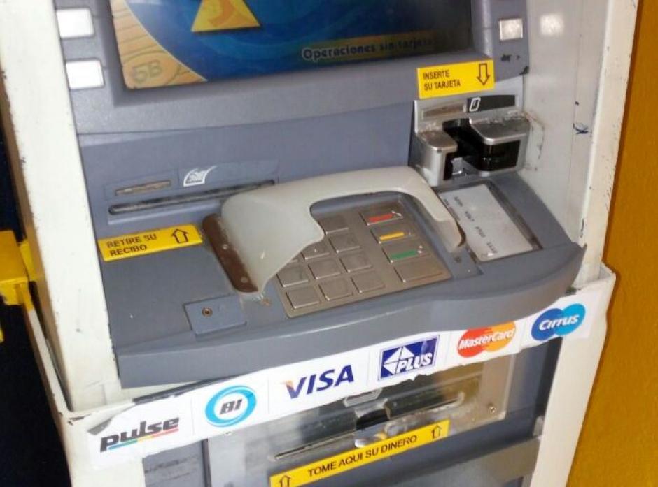 """Las """"skimmers"""" roban la información almacenada en las bandas magnéticas.  (Foto: PNC)"""