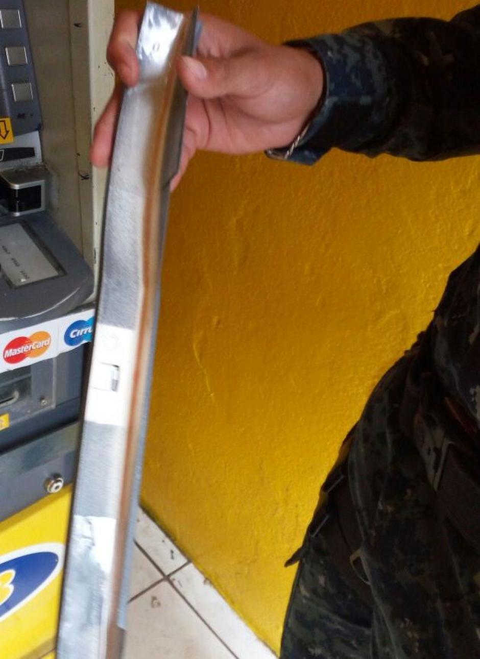 Es colocado secretamente en los Cajeros Automáticos para robar información. (Foto: PNC)