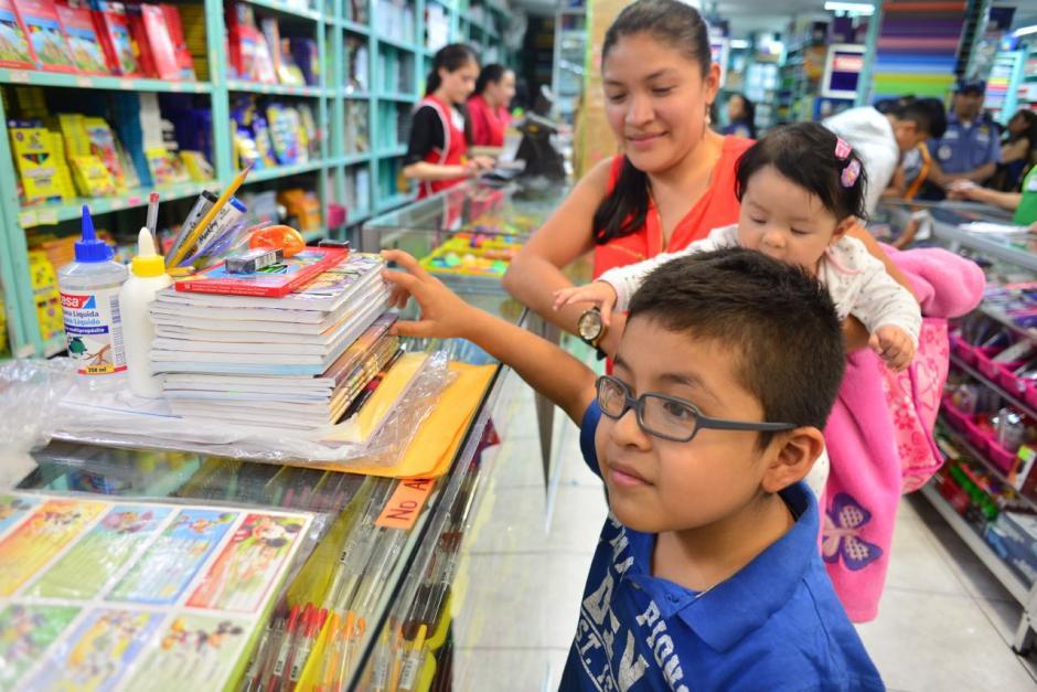 Según la Diaco, cada padre de familia puede elegir en dónde adquirir sus productos. (Foto: Jesús Alfonso/Soy502)