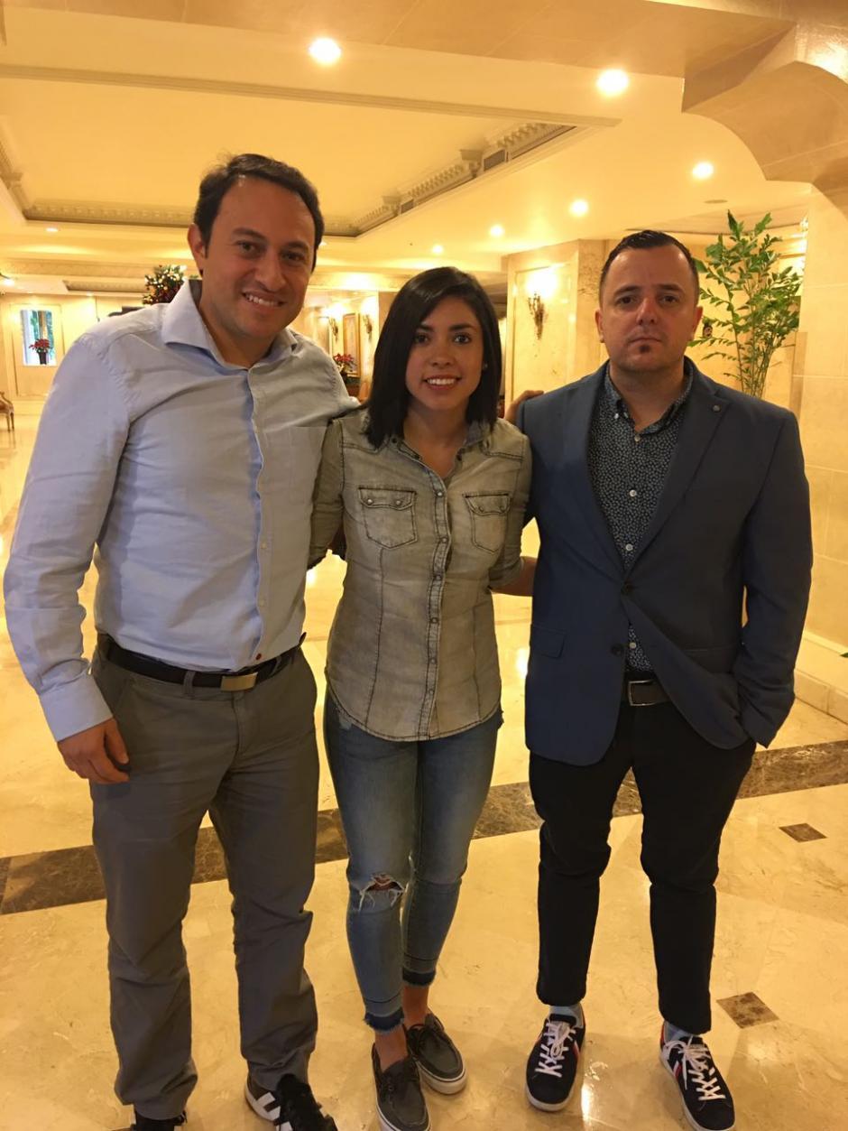 Juan Francisco junto a Ana Lucía Martínez y Erick Ovalle. (Foto: Juan Francisco Roldán)